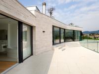 Placarea pardoselii de pe terasa cu marmura bej